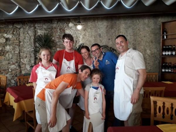 Prepara la pizza a Taormina