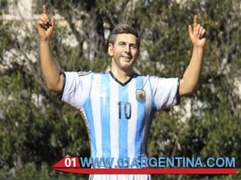 Messi sculpture