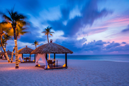 beachside-dinig-in-Aruba