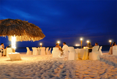 beachside-dining-in-Aruba
