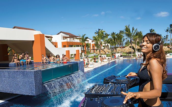 Party during the daytime at Freestyle Swim & Entertainment Zone.