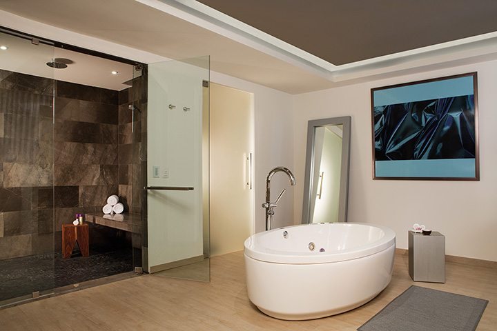xhale club Presidential Suite bathroom.