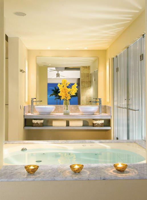 Jacuzzi bath in the Junior Suite.