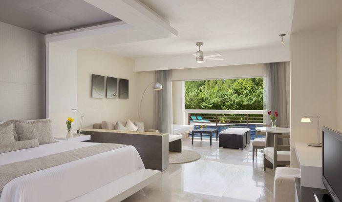 Junior Suite Pool View King.