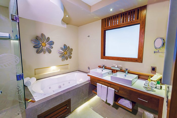 Preferred Club Rooftop Jacuzzi Ocean View bath area 1.