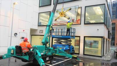 MC305 plus MRTA6 Glass Lifter