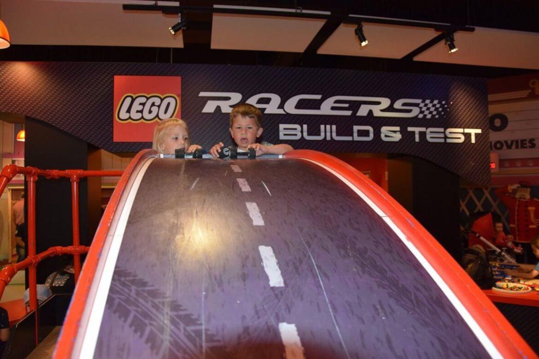 Racen met Lego in het Legoland discovery centre in Oberhausen