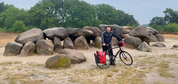 Vaders op Reis - Rondje Drenthe - Fietsvakantie - Hunebed