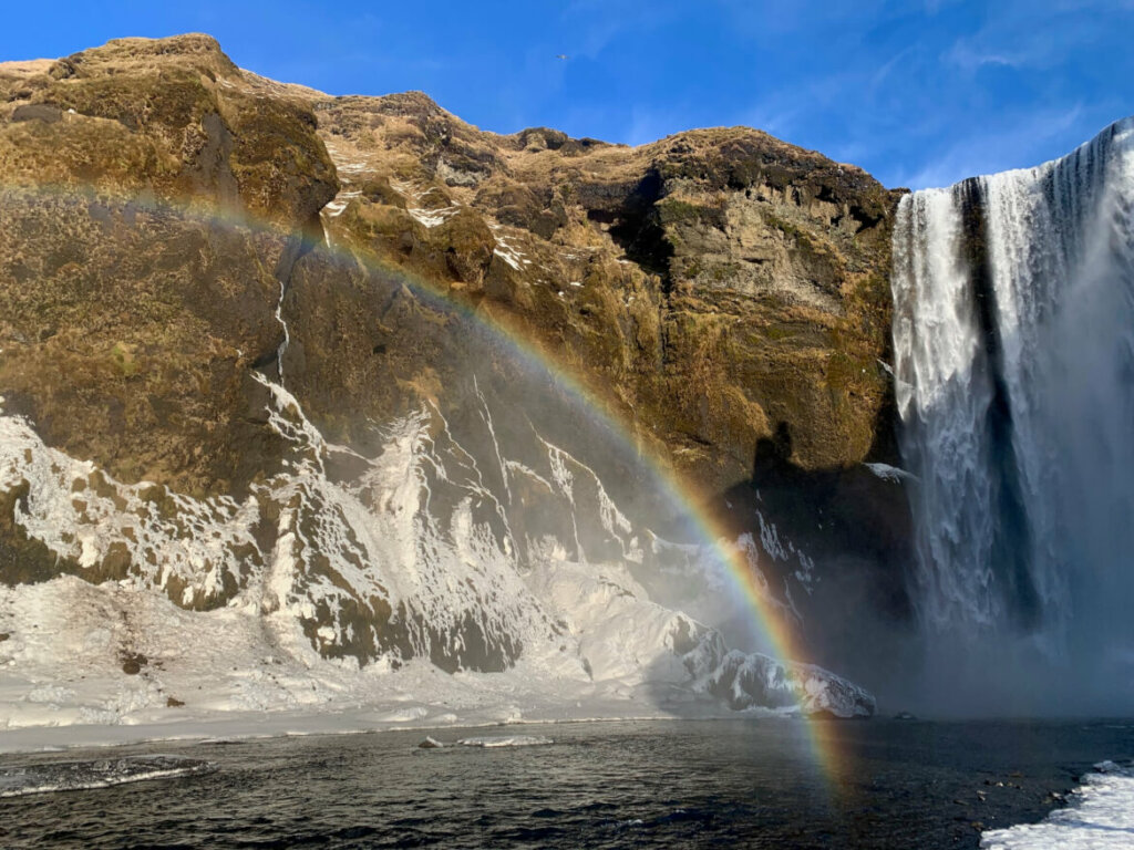 Skogafoss waterval met regenboog