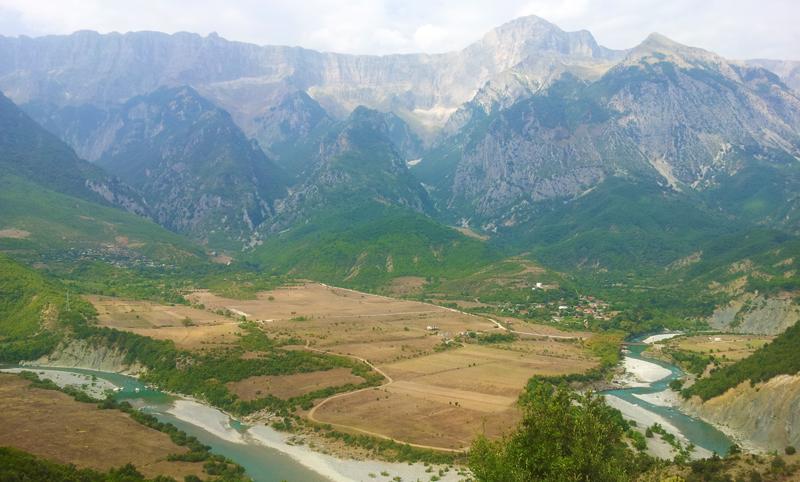 Prima vacanza in Albania, strada verso Korça