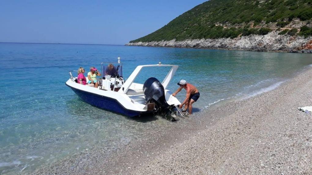 Spiaggia Albania in gommone