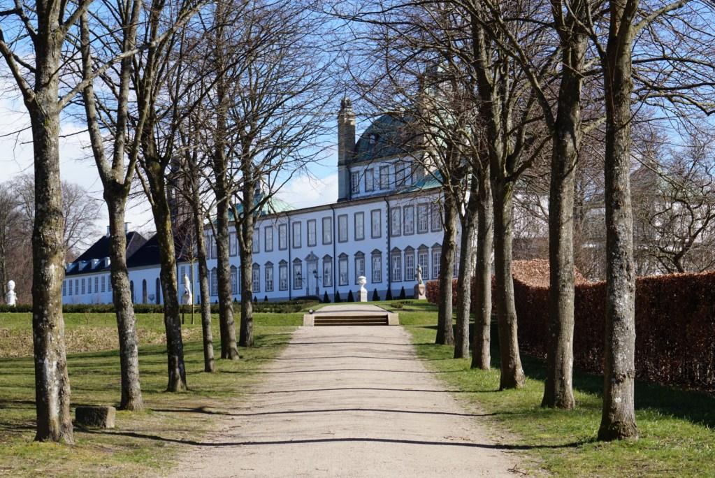 Fredensborgin palatsi on Tanskan kuningattaren kakkosasunto