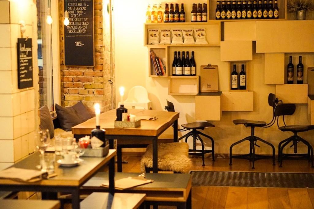 Ravintola La Esquina vie tunnelmalliselle makumatkalle Espanjaan