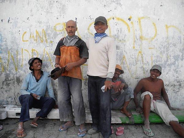 Indonesian dock workers