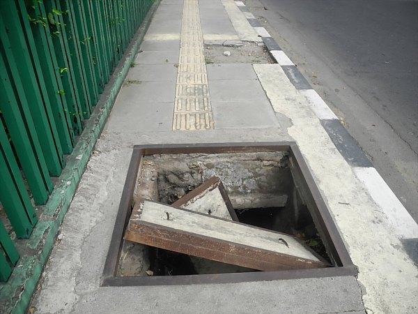 Jakart dangerous sidewalk