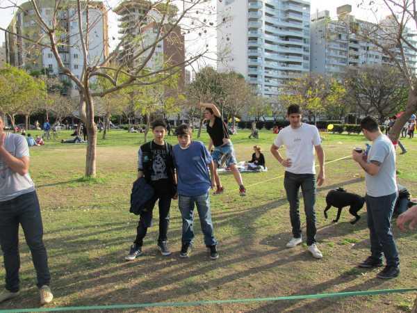 People-watching-slackline-Rosario