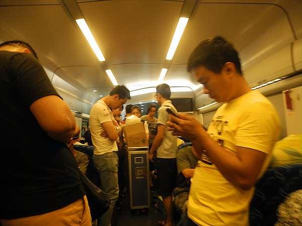chinese-high-speed-train-passengers