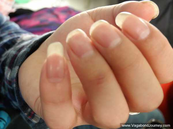 chinese-man-long-fingernails