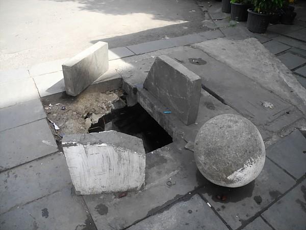 hole in sidewalk in Jakarta
