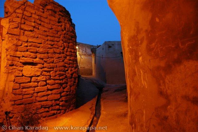 old-iran-city-busher