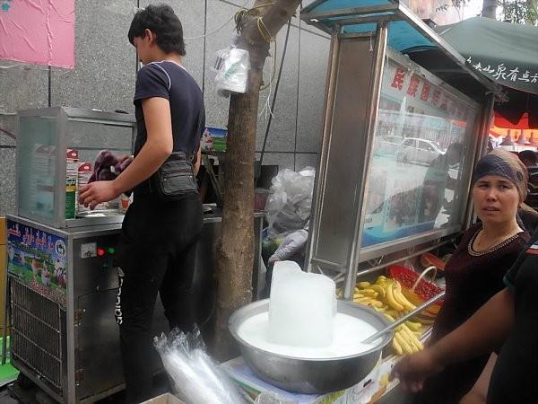uighur ice cream maker (2)