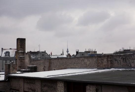 HIMMELEN OVER BERLIN. Fjernsynstårnet sett fra terrassen.