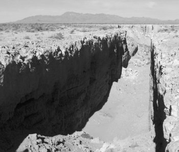 (3) Double Negative av Michael Heizer (1970).