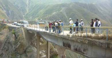 jumping off bridges in Peru