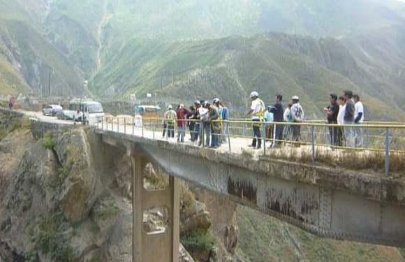 Puenting of Life – Bridge Jumping in Peru – Part 1