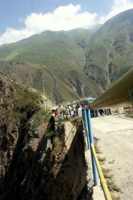 Peruvian bridge jumpers