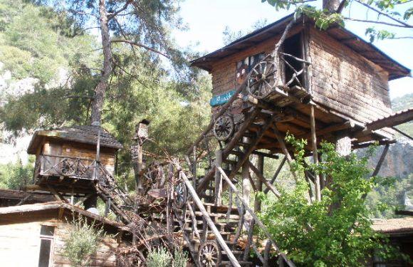 The Fully Integrated Backpacker Treehouse Resort – Kadir's Treehouses