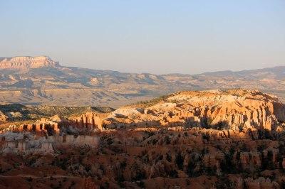 Family hiking in Utah - Bryce