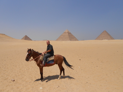 Alone with a horse and a beduin and the pyramids