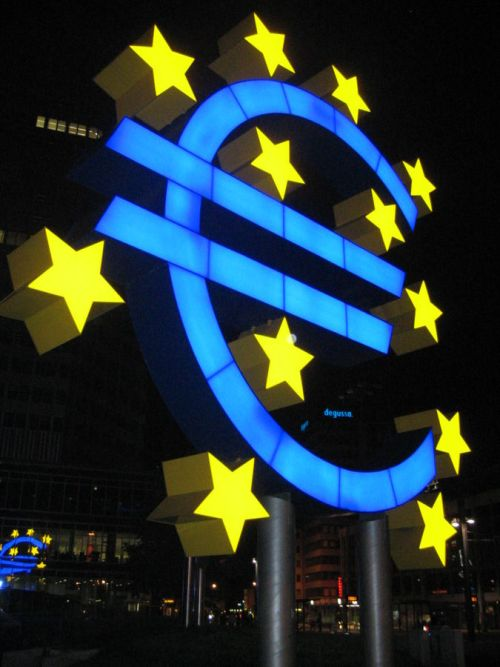 The Euro monument outside the ECB in Frankfurt, Germany By This photo (C) Lars Aronsson (Own work) [CC SA 1.0 (http://creativecommons.org/licenses/sa/1.0/)], via Wikimedia Commons