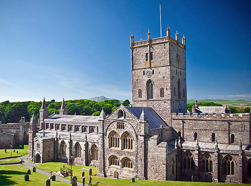 St  Davids Cathedral By James Knight / JKMMX (Own work) [CC-BY-SA-3.0 (http://creativecommons.org/licenses/by-sa/3.0)], via Wikimedia Commons