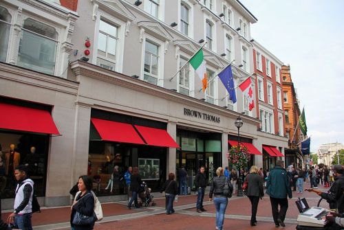 Dublin's Grafton Street and its main department store, Brown Thomas - object of Selfridge's attentions - By J.-H. Janßen (Own work) [GFDL (http://www.gnu.org/copyleft/fdl.html) or CC-BY-SA-3.0-2.5-2.0-1.0 (http://creativecommons.org/licenses/by-sa/3.0)], via Wikimedia Commons