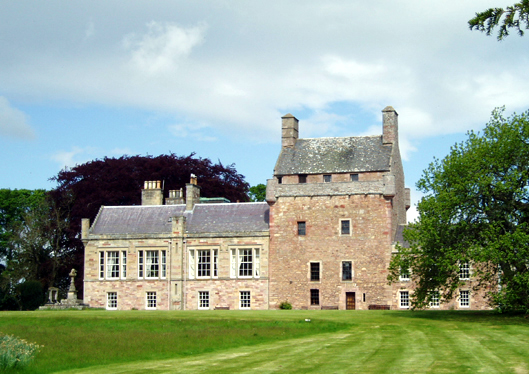 Bemersyde House, Berwickshire, Scotland  by Kevin Rae [CC-BY-SA-2.0 (http://creativecommons.org/licenses/by-sa/2.0)], via Wikimedia Commons