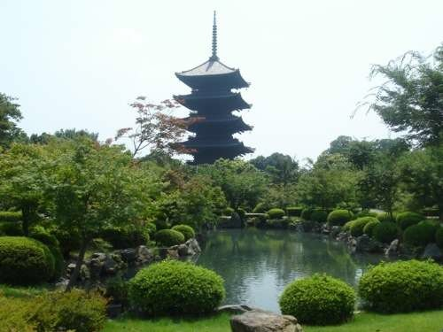 Kyot - Toji Pagoda - By Simone Urbinati (Own work) [GFDL (http://www.gnu.org/copyleft/fdl.html), CC-BY-SA-3.0 (http://creativecommons.org/licenses/by-sa/3.0/) or CC-BY-SA-2.5-2.0-1.0 (http://creativecommons.org/licenses/by-sa/2.5-2.0-1.0)], via Wikimedia Commons