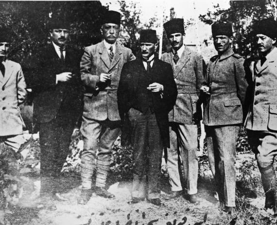 Prominent nationalists at the Sivas congress. Left to right: Muzaffer Kılıç, Rauf (Orbay), Bekir Sami (Kunduh), Mustafa Kemal (Atatürk), Ruşen Eşref (Ünaydın), Cemil Cahit (Toydemir), Cevat Abbas (Gürer) See page for author [Public domain], via Wikimedia Commons
