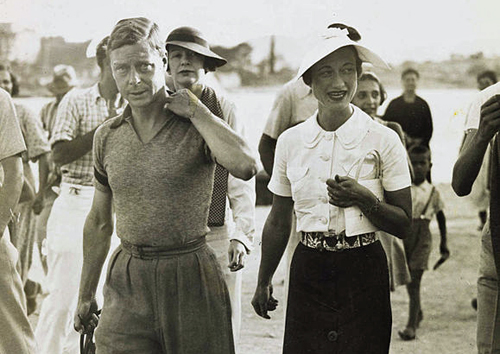 King Edward VIII and Mrs Simpson on holiday in Yugoslavia, 1936 By National Media Museum from UK [see Wiki Commons page for license], via Wikimedia Commons