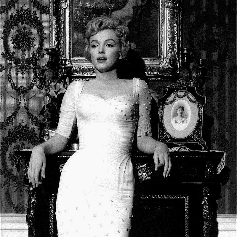 800px-Marilyn_Monroe,_The_Prince_and_the_Showgirl,_1