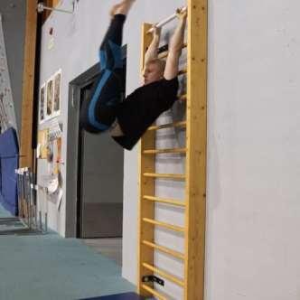 hanging leg raise up
