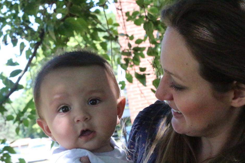 a aniversariante e o bebê Samuel