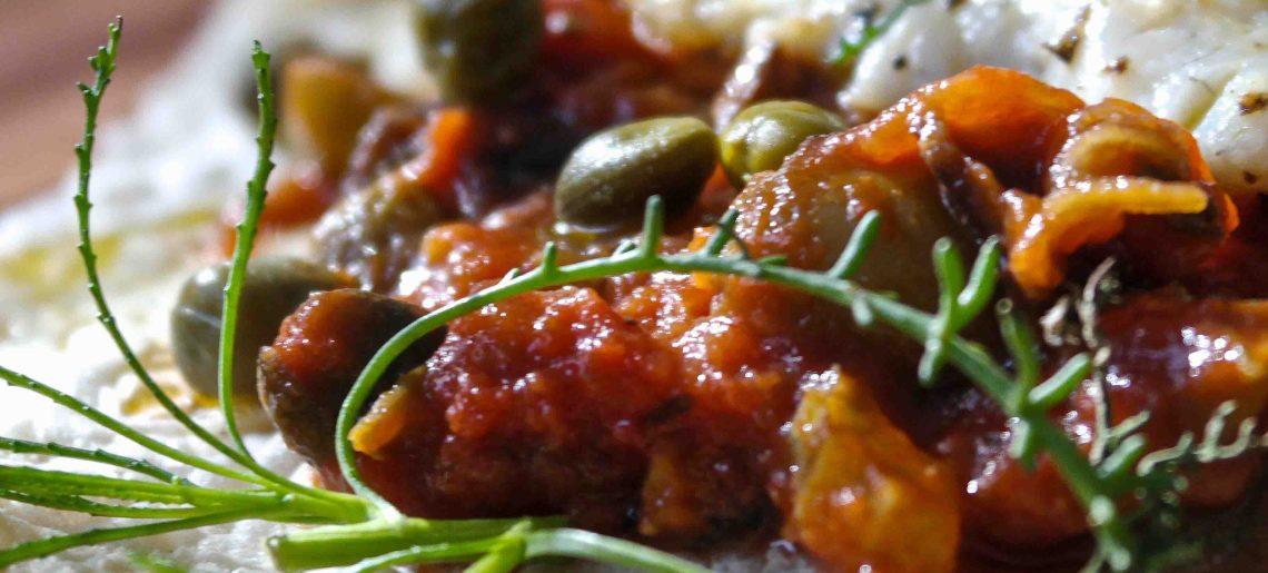 Caponataa oliiviyrtillä ja ahvenilla