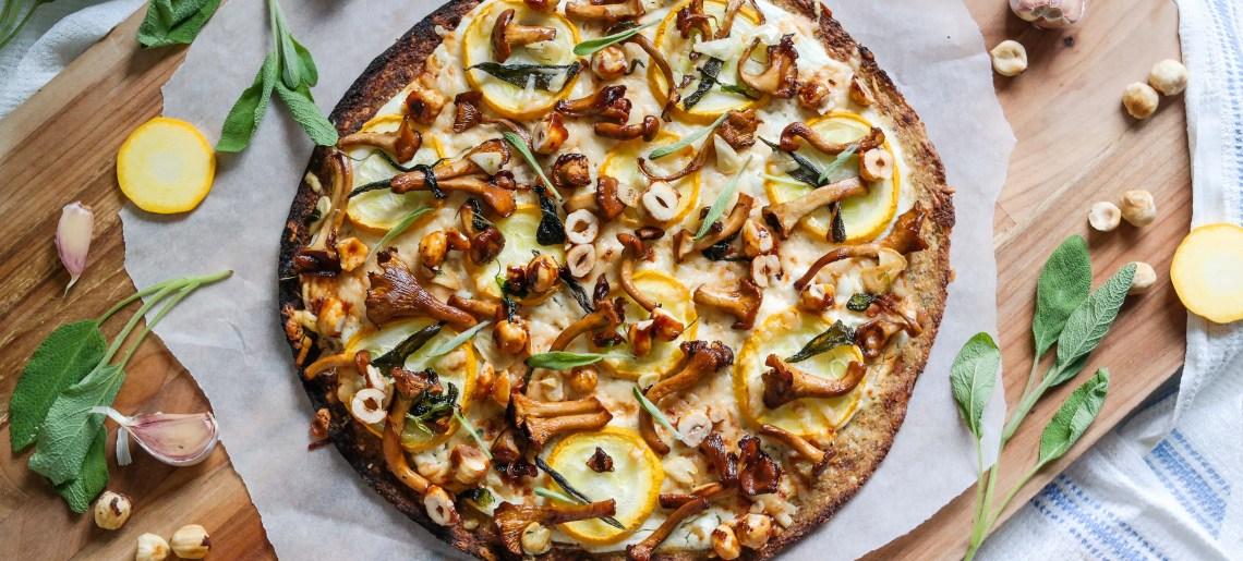 Pähkinäinen kantarellipizza kukkakaalipohjalla