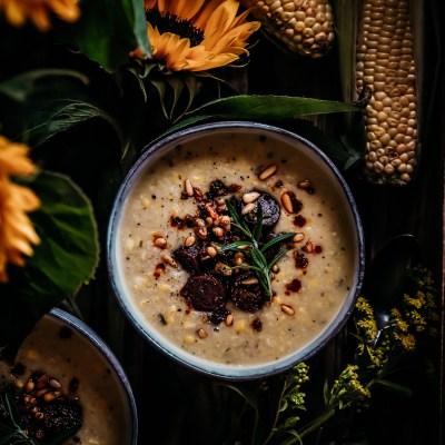 Pehmeä maissikeitto ja rapeaa chorizoa (vegaaninen)