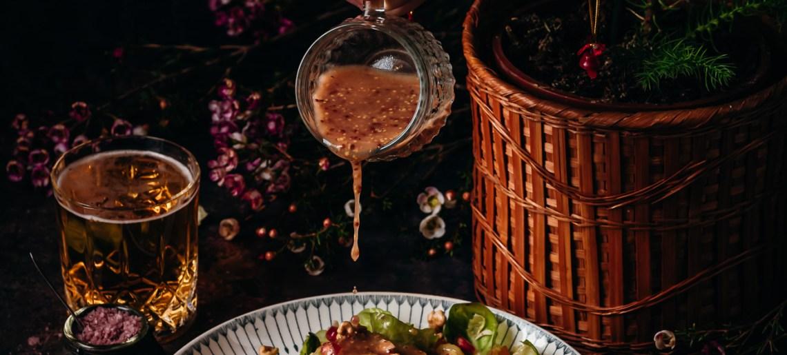 Rääppiäisten ruusukaalisalaatti granaattiomenalla ja persimonilla