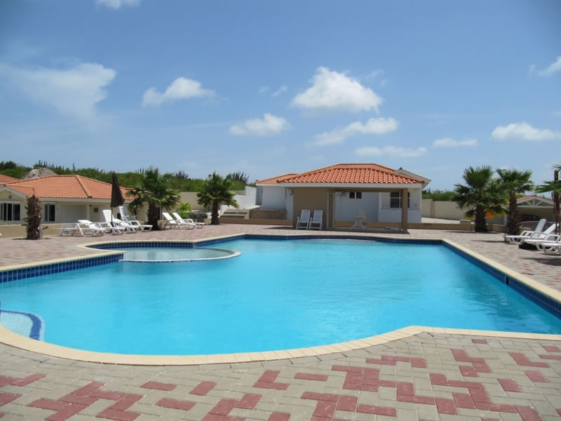 gemeenschappelijk zwembad bij het vakantieappartement in Curaçao