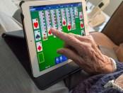 ouderen vinden internet te moeilijk