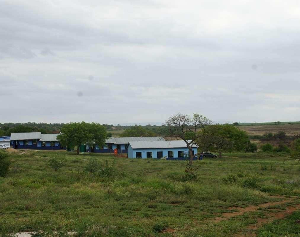 Učitelské bydlení pro tuto venkovskou školu. Nyní musí učitel do práce každodenně cestovat několik hodin.